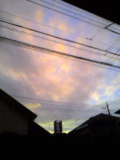 湿度が高いと空の色が変わるらしい