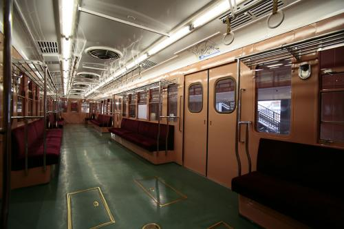 地下鉄博物館4営団300系車内1