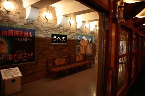 地下鉄博物館14東京地下鉄1000系車内からホーム1