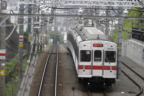 東急8000系8007F未更新車・赤帯@大倉山の橋