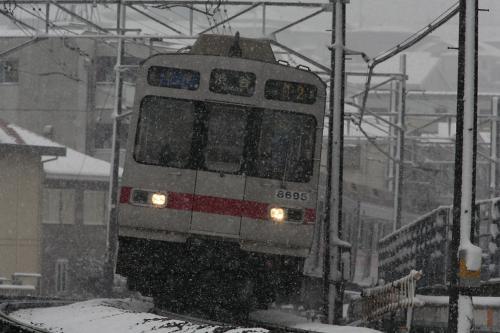 東急8590系8695F@錦が丘[普通]雪の中上り