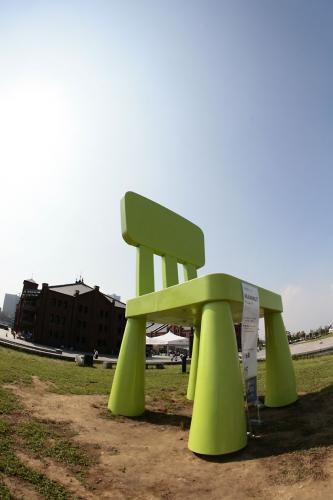 イケヤの巨大椅子2