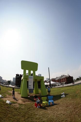 イケヤの巨大椅子3