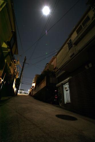 月夜のマンホール