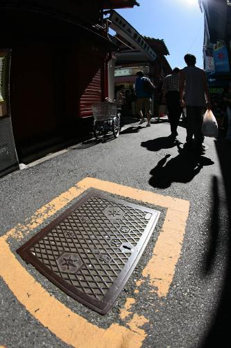浅草のマンホール2消火栓