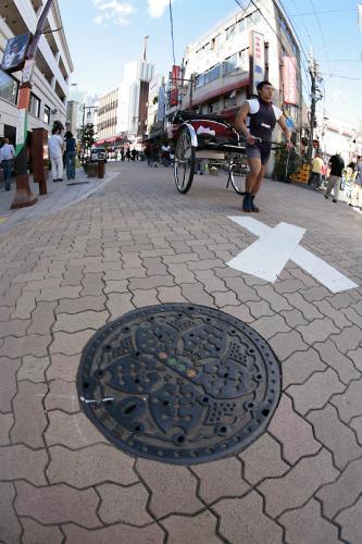 浅草のマンホール3