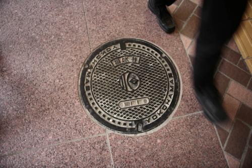 横浜のマンホール1