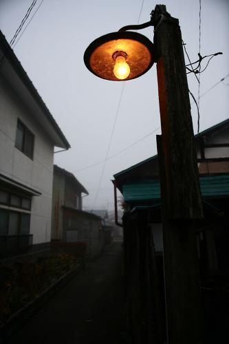 路地裏の電燈2