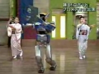 盆踊りをするHRP-2
