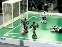 二足歩行ロボット達によるサッカー