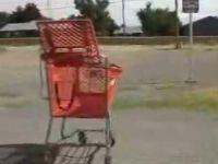 ショッピングカートを尻で止める