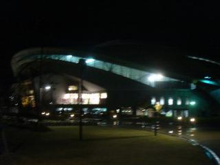 すっかり夜が更ける中、神戸ウイングスタジアムを発つ。