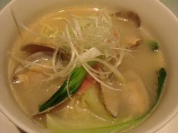 アサリと青梗菜の白湯麺