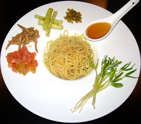 夏野菜の冷製麺 赤