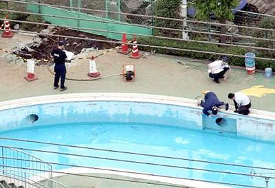 プールの事故
