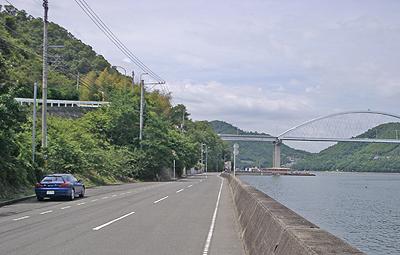 内海大橋を望む