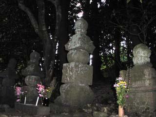 平時忠の墓