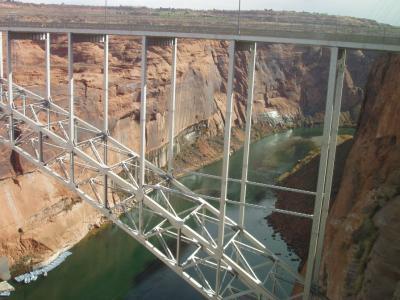 峡谷を堰き止めるグレンキャニオンダム