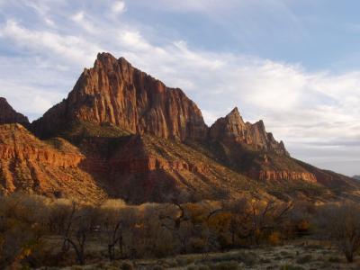夕日に映えてるザイオンの山