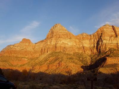 夕日が眩しいザイオンの山