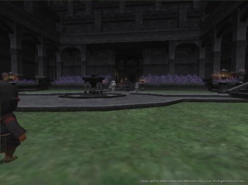 中央の神殿騎士さんの前へ