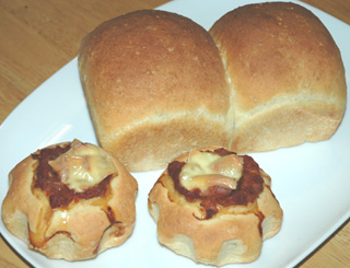 山食とソーセージパン