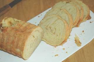 合わせトヨ型で焼いたパン