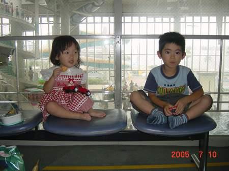 2005.7.10 リゾ鳴尾浜にて いっちゃんと.JPG