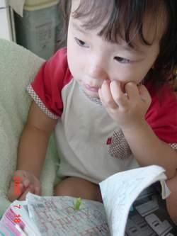 2005.7.18 カマキリとのんちゃん.JPG