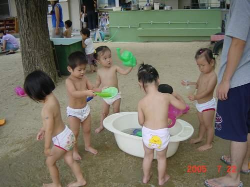 2005年7月 保育園で水遊び♪