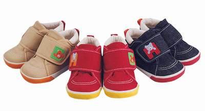 2005年 ミキハウス 後ろにお顔の靴.JPG