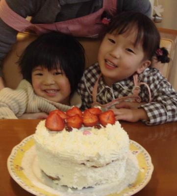 葵ちゃんとケーキ囲んで