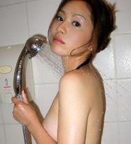 おねぇさんのHなおっぱいがシャワーで濡れ濡れ♪