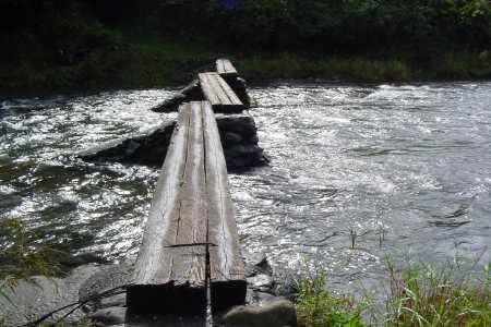 沈下橋の原形 早瀬の丸太橋
