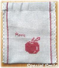 りんごのクロスステッチぱっくんポーチ
