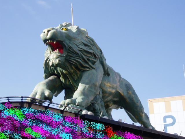 川口駅前の獅子の像