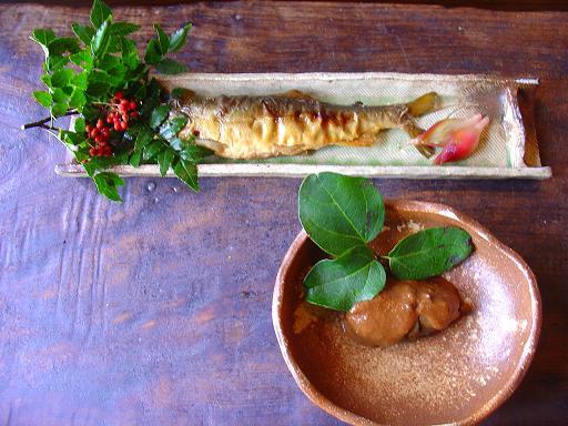 あゆの南蛮焼き、みょうがの酢漬け、あけびの中にきのこを入れ、胡桃味噌和えオーブン焼き